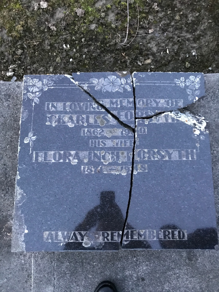 Found this just by a miracle in the Fairfax cemetary in Milton NZ.JPG